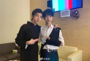 He Jun Lin shares a picture with his idol, Hua Chenyu