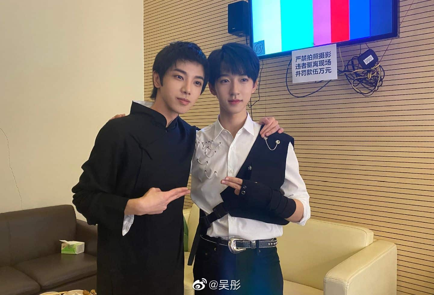Hua Chenyu and TNT's He Junlin Take Selfie for Ace vs Ace 5
